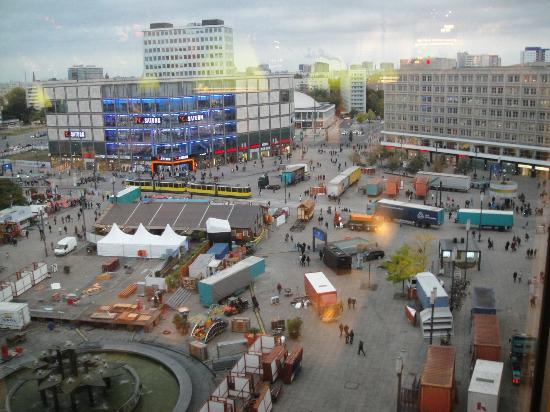 Dinea Restaurant Berlin : view out window