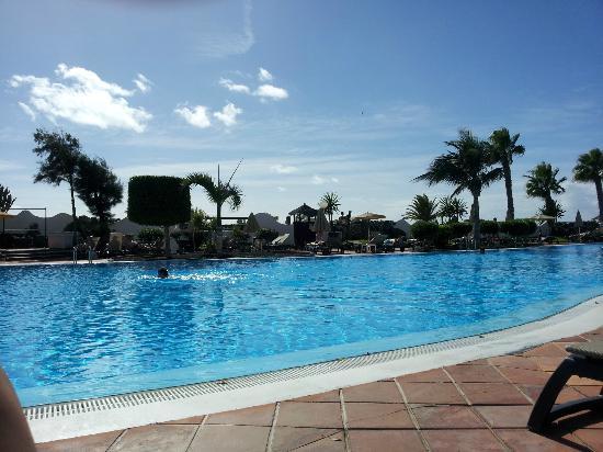 H10 Timanfaya Palace: vista de la piscina