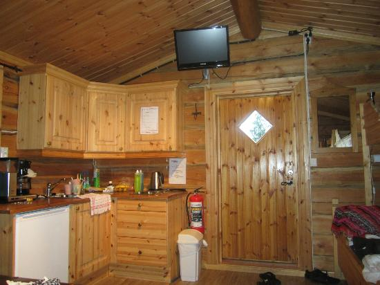 Fagernes Campingpark: Cabin had TV plus cooking gear and small fridge