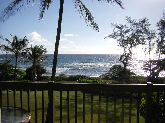 Castle Kaha Lani: Daytime view taken from our lanai - Room 225