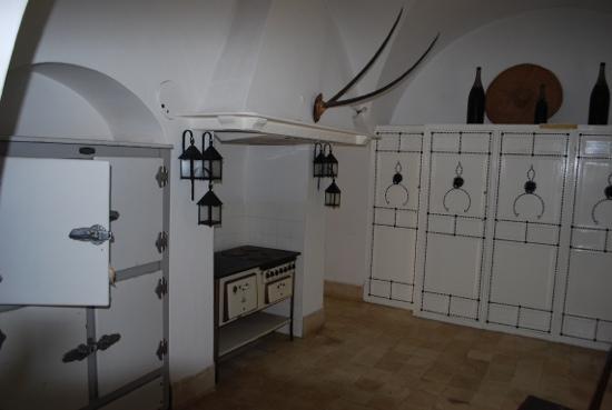 George Sebastian Villa: classic kitchen