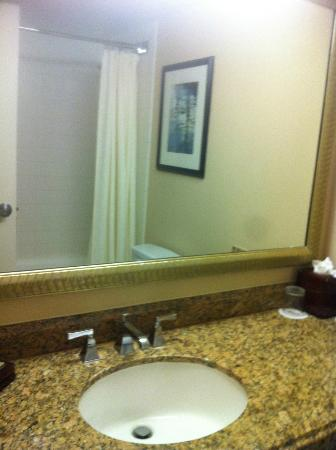 Anaheim Marriott: Bathroom