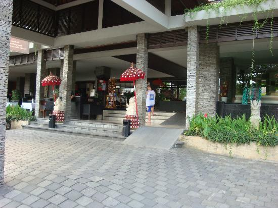 The Lokha Legian: Main entrance