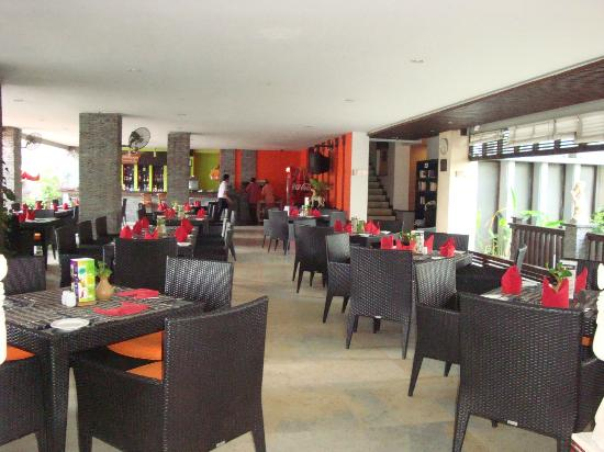 The Lokha Legian: Breakfast & dining area