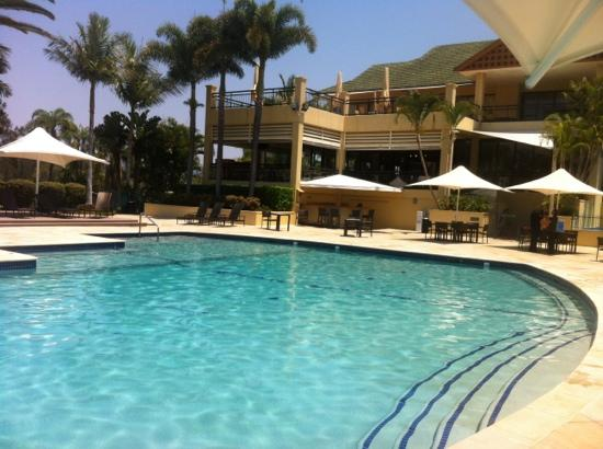 Mercure Gold Coast Resort: gorgeous pool with phones to order food and drinks