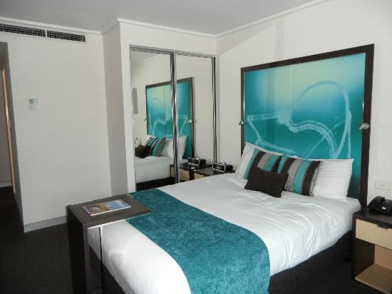 Novotel Melbourne on Collins: Bed and Cupboards
