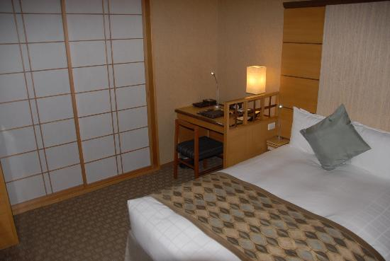 Hotel Niwa Tokyo: a typical standard double room