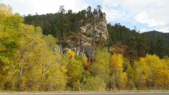 Spearfish Canyon: Rock faces and autumn trees in Spearfish