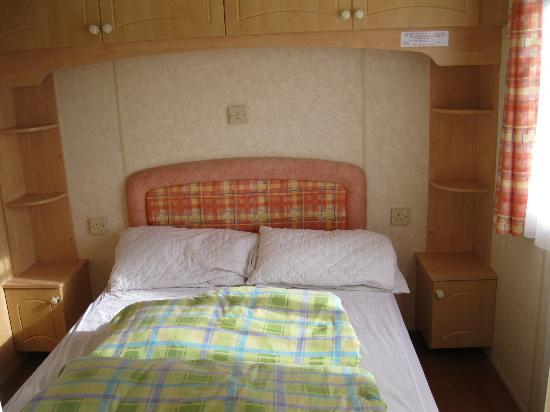 Woolacombe Sands Holiday Park: bedroom, master