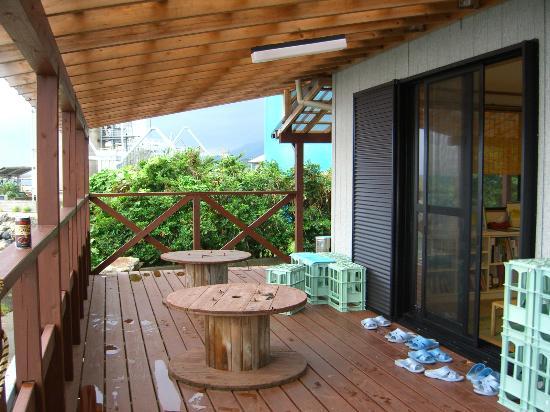 Yakushima Youth Hostel: テラス