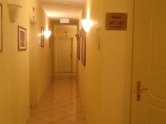 Certosa Hotel: corridoio primo piano