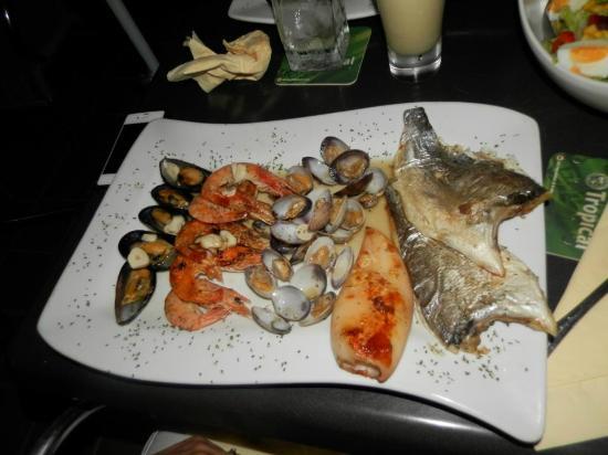 Cafe Med: Sea food platter...yum!!