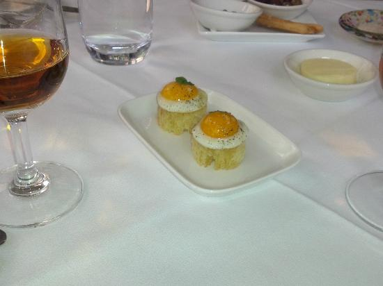 Lake House: Brioche with anchovy and quail egg