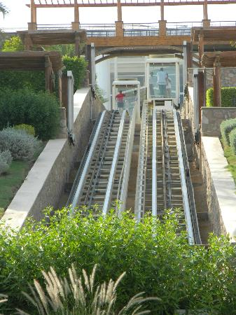 Hilton Sharm Waterfalls Resort: funicular lift