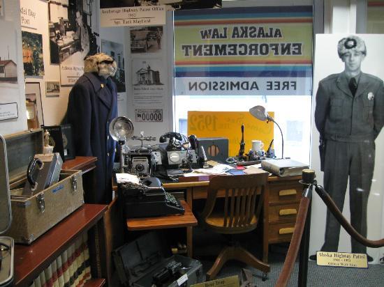 Alaska Law Enforcement Museum: Desk display.