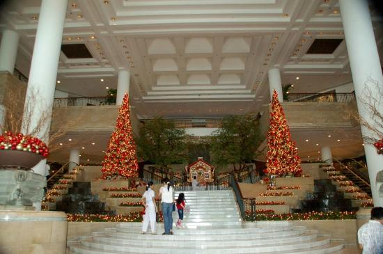 Grand Hyatt Jakarta: Main entrance near Christmas
