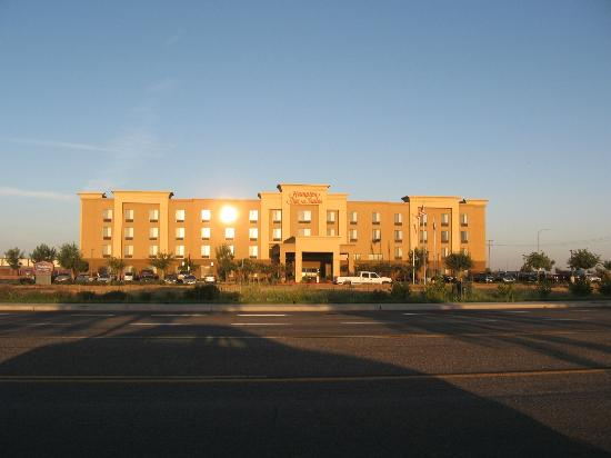 Hampton Inn & Suites Madera : Front of Hotel