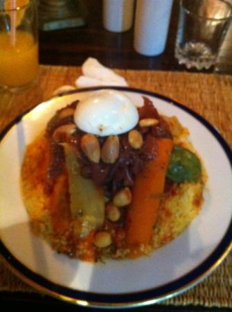 Les 3 Portes : Cous Cous Royale. love the little extra touch of the egg. really good main.