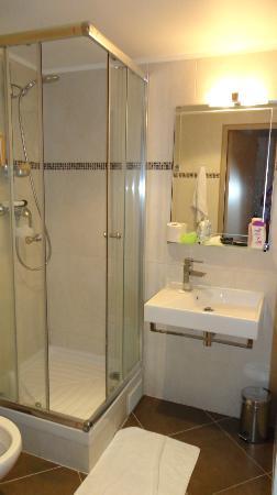 Hotel Little Regina : Banheiro muito limpo