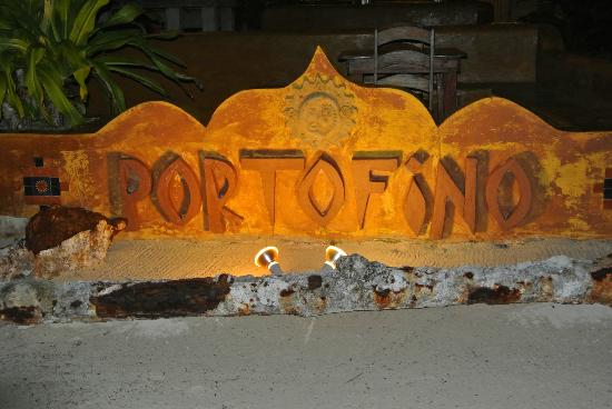 Portofino Beach Resort: entry