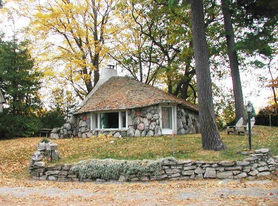 Mushroom Houses of Charlevoix: Mushroom House of Charlevoix