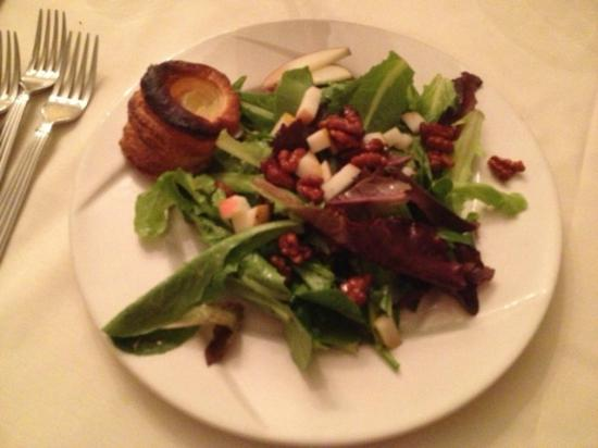 Tournedos Steakhouse: Mesclun Salad with Fruit