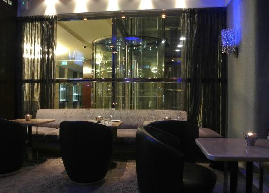 Melia Genova: Bar / Restaurante