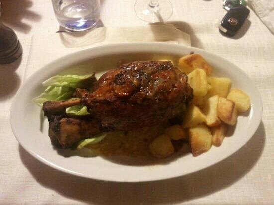 Osteria Madama la Barbera: stinco e patate =)