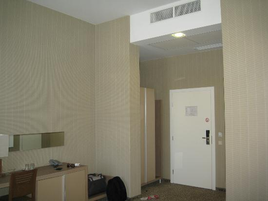 Algirdas City Hotels: Вход в номер