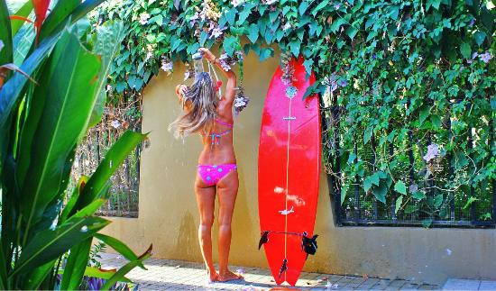 Hotel Perico Azul: Post surf showers available