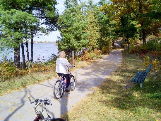 Traverse Area Recreation and Transportation Trails: Boardman Lake Trail