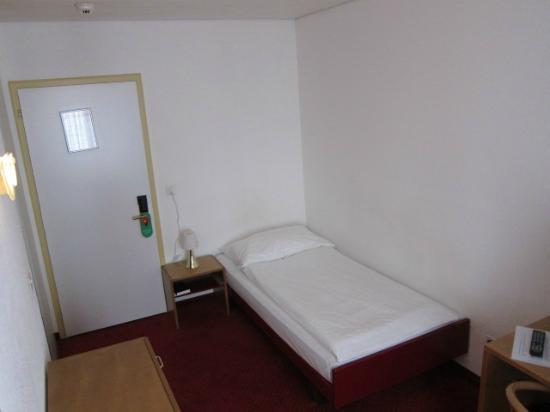Hotel Alpina Luzern: Single Room