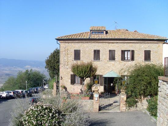 Hotel Villa Nencini: Front view of hotel