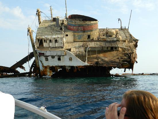Hilton Sharm Waterfalls Resort: Ship wreck