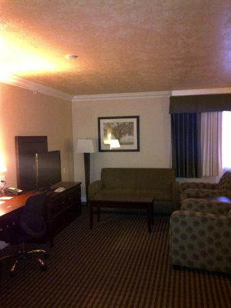 BEST WESTERN PLUS Mirage Hotel & Resort: sitting area of suite