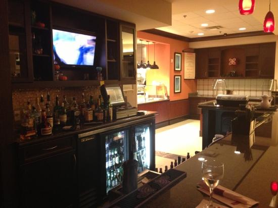 Hilton Garden Inn Atlanta South-McDonough: lobby bar