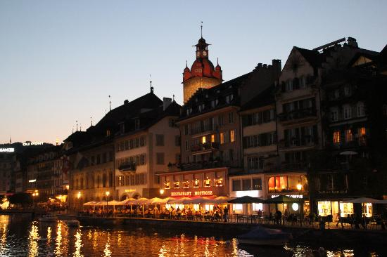 Guided City Tour of Lucerne: Vista de la Cupula Catedral sobre la ciudad antigua