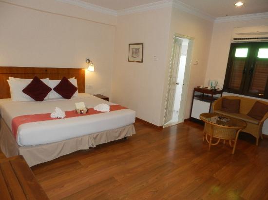 Hotel Puri: Spacious bedroom