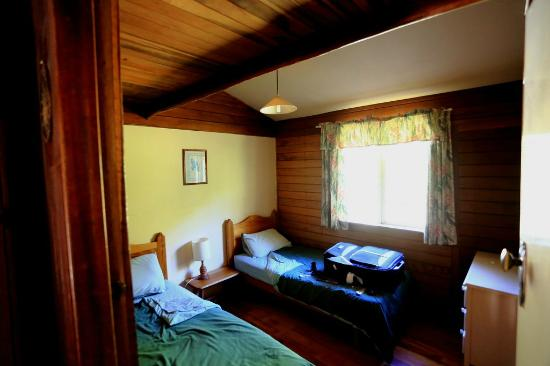 Possum Valley Rainforest Cottages: Bedroom 2
