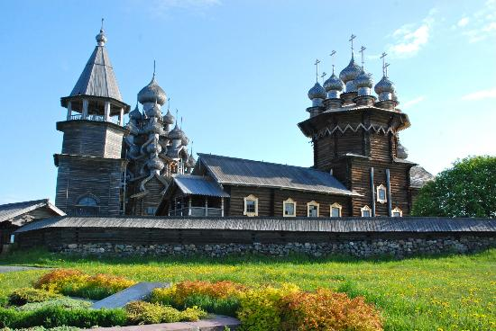 Kizhi State Open-Air Museum of History, Architecture and Ethnography : Exterior detail of the church