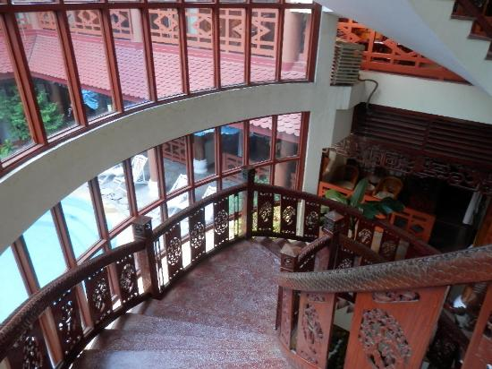 Thanh Binh III Hotel: Grand Stairway