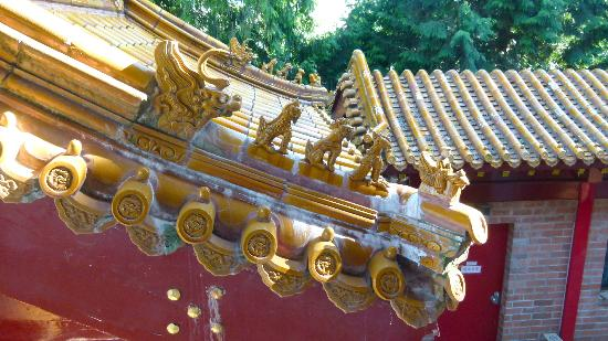International Buddhist Society (Buddhist Temple): Roof