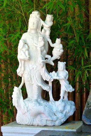 International Buddhist Society (Buddhist Temple): Statue