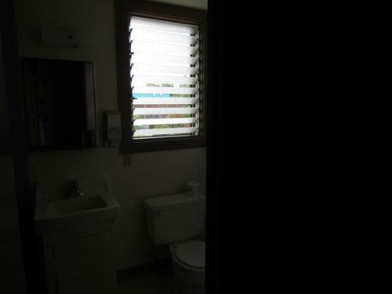 Manago Hotel: トイレ。ここで歯を磨いて外を眺めているひと時が癒しです。