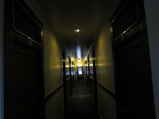 Manago Hotel: 本館の廊下。ノスタルジックで素敵な空間です。