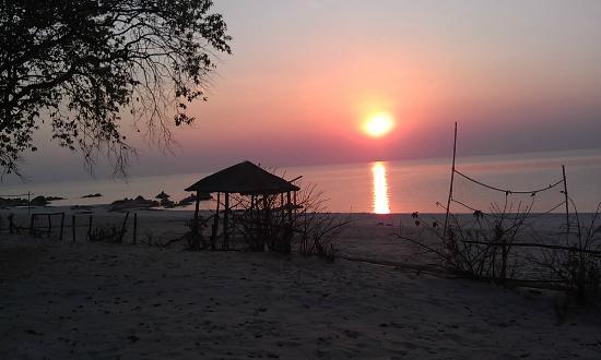 Sambani Lodge: Beautiful sunrises
