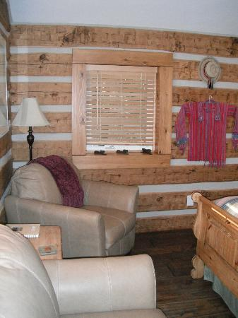 Riverside Meadows: Inside Cabin