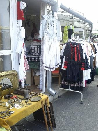 Ecseri Flea Market (Ecseri bolhapiac) : Traditional Hungarian dress, plus many linens