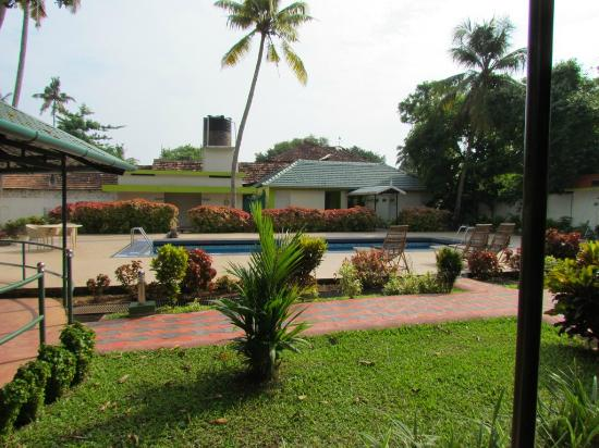 OYO 9992 Panoramic Sea Resort: Swimming Pool