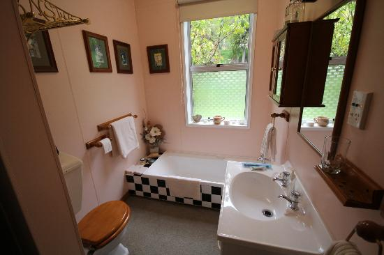 The Old Ferry Hotel Bed & Breakfast: Bathroom